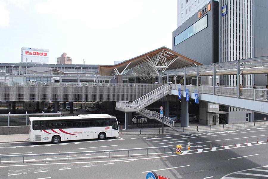 岡山駅に停車中の湯郷グランドホテル行きバス